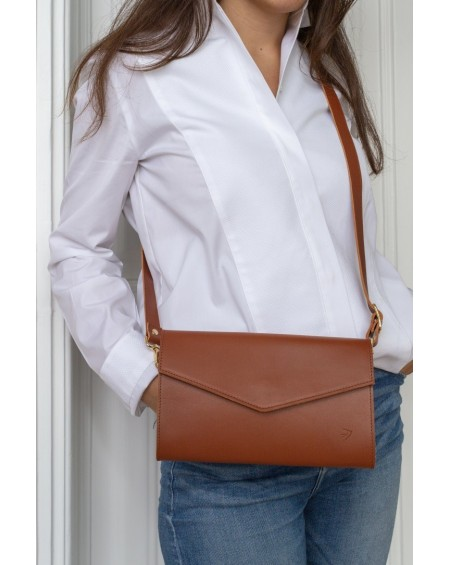 / EMMA / The camel leather clutch with flap